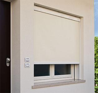 Tende oscuranti per finestre idee per interni e mobili - Adesivi oscuranti per finestre ...